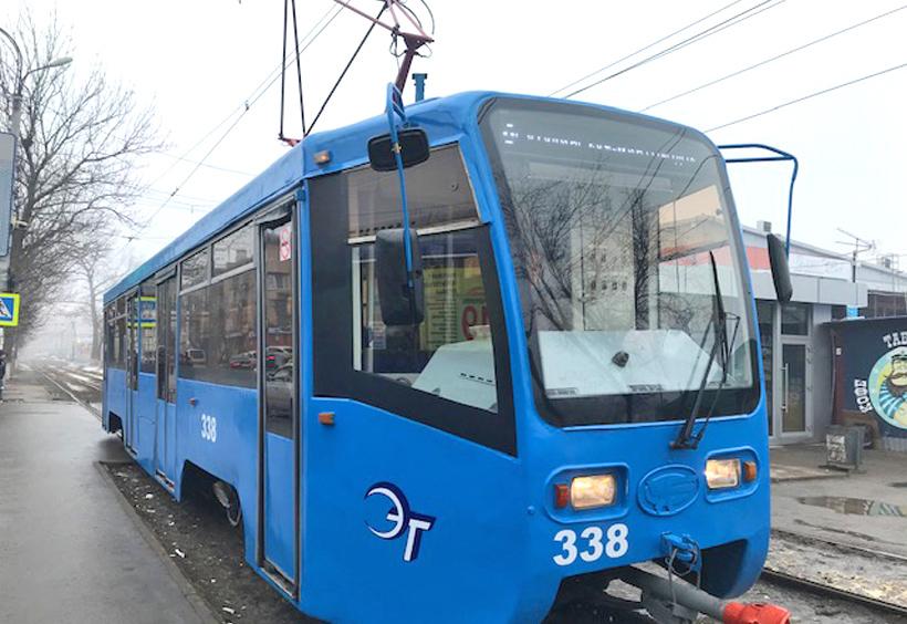 ウラジオストクを走る青い路面電車