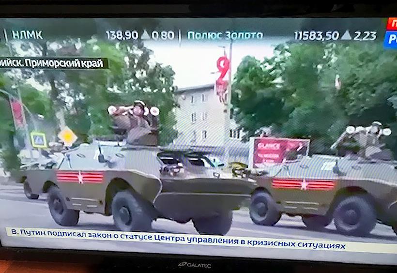 テレビの生中継映像、戦車