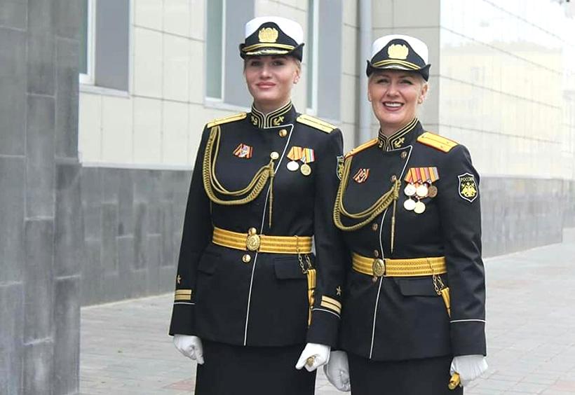 軍人の女性おふたり