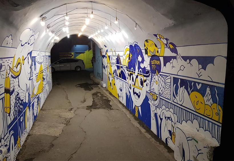 トンネル内の壁画