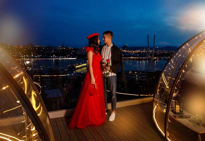 IGLOO BARの夜景とカップル