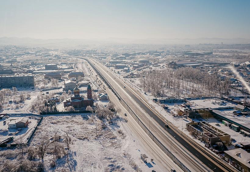 ウラジオストク市内に向かう幹線道路やロシア正教会