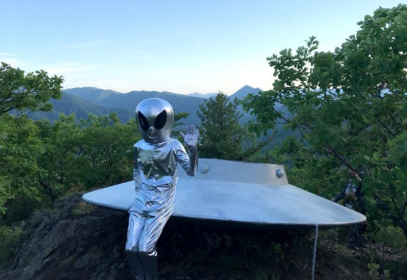 空飛ぶ円盤のオブジェと宇宙人