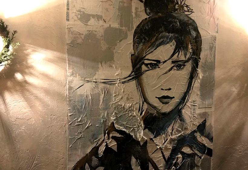 アジアンカフェ「GONG」店内に飾られているアジア人女性モチーフの画