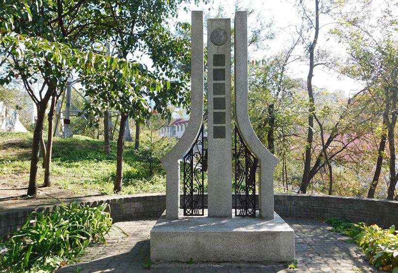 浦潮本願寺跡地に残る碑