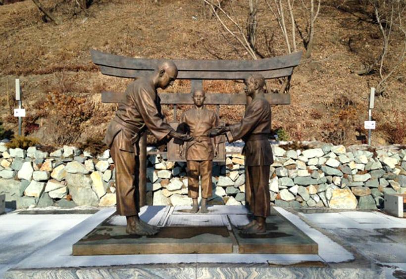 ワシリー・オシェプコフ氏の銅像