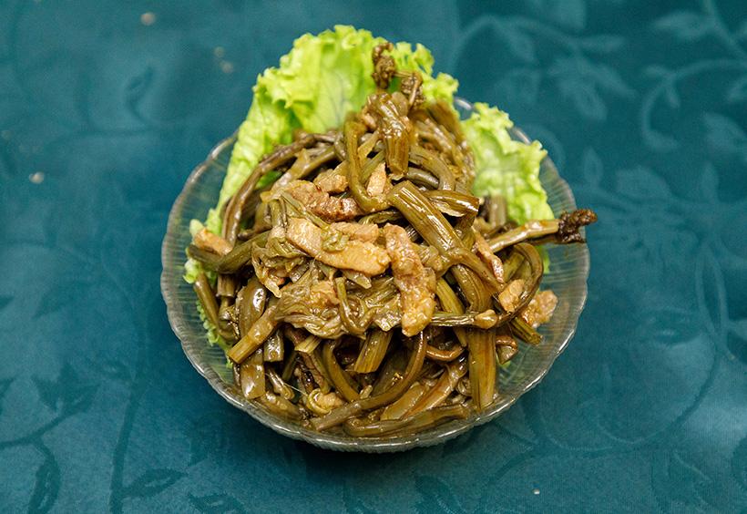 前菜のワラビ料理