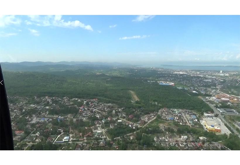 右手前方に見えるアムール湾