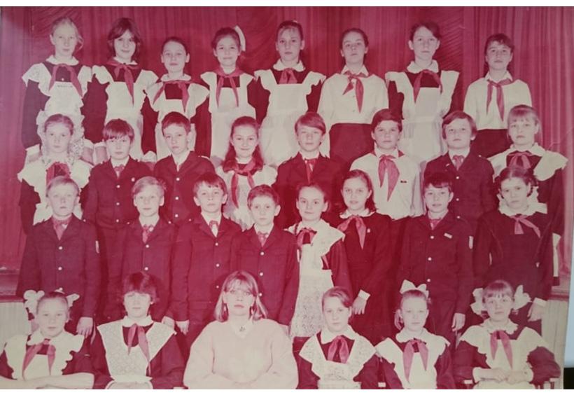 ウラジーミルさんが小学生のときの記念写真