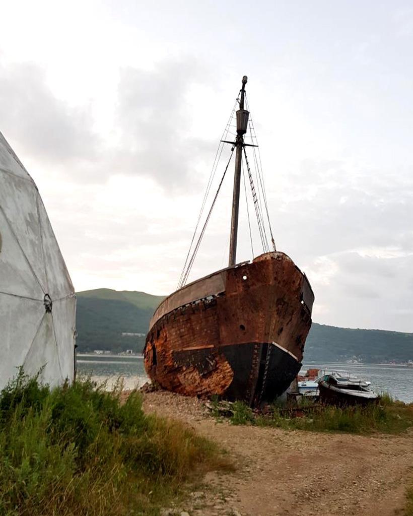 古い帆船の廃船