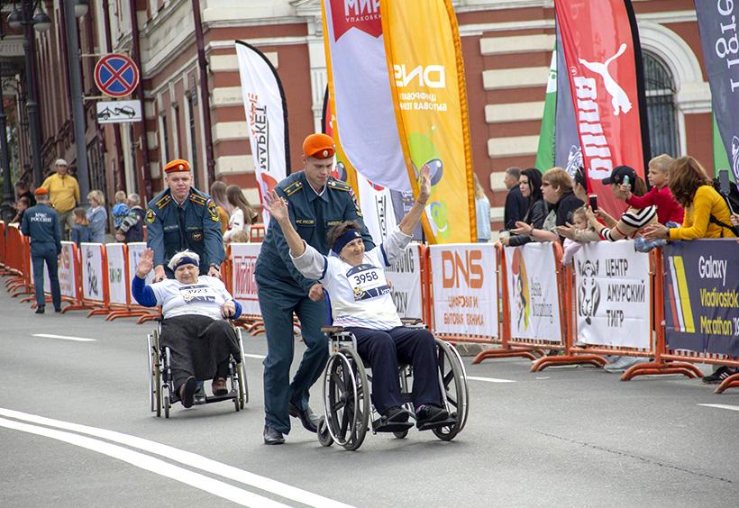 ウラジオストク国際マラソンに車いすでの参加したランナー