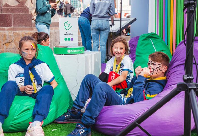 ウラジオストク国際マラソンでフェイスペインティングをした子供たち