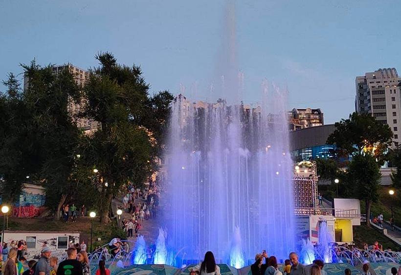 スポーツ湾広場の噴水
