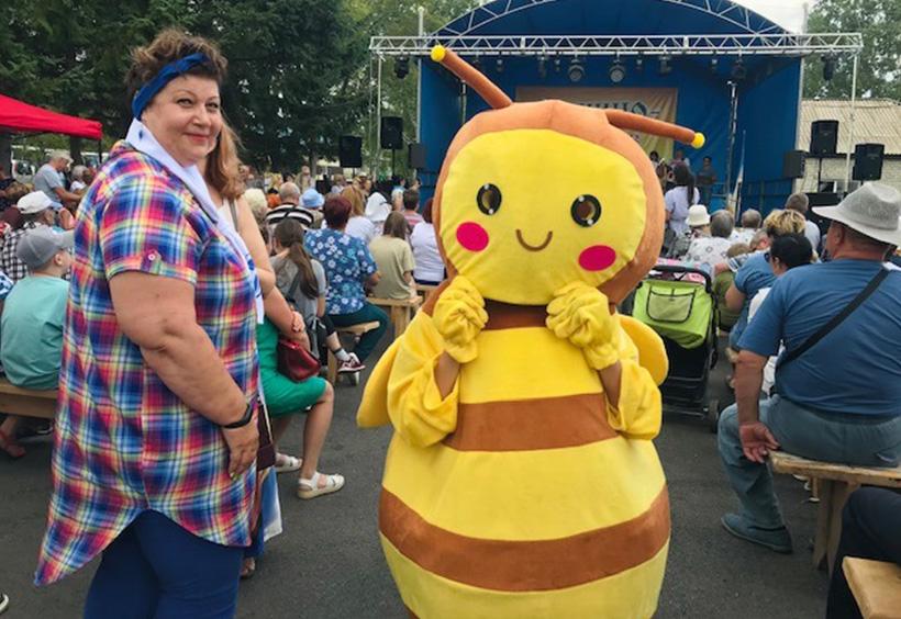 着ぐるみミツバチ